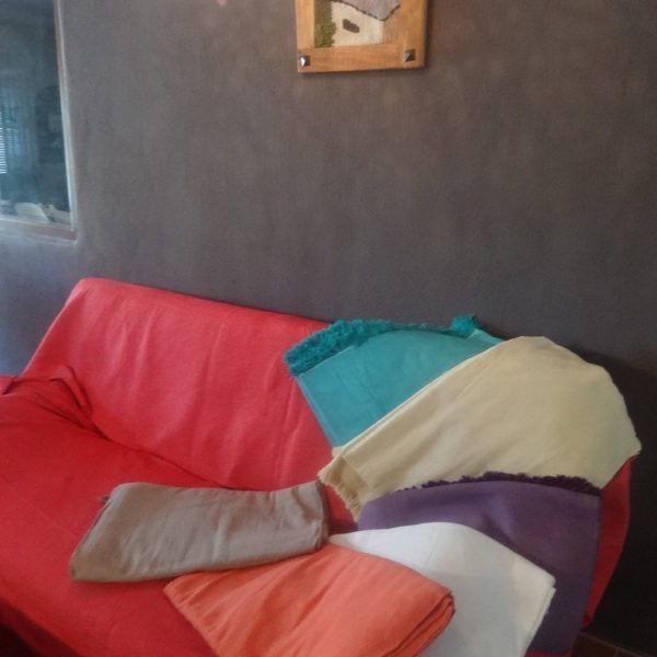 Sirve de cubre sofá y cubre cama