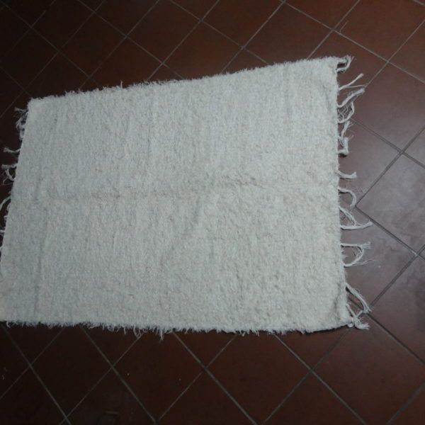 jarapa, alfombra alpujarreñaen color blanco roto