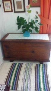 Jarapa, alfombra alpujarreña en crudo con morados y verdes, destinado a multitud de sitios de la casa