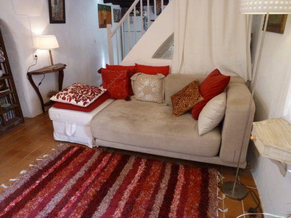 Jarapa, alfombra alpujarreña en tonos granates, destinado a multitud de sitios de la casa