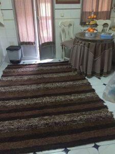 Jarapa, alfombra alpujarreña en tonos marrones, destinado a multitud de sitios de la casa