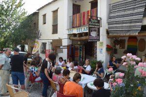 Dia Mundial de tejer en Público en La Alpujarra